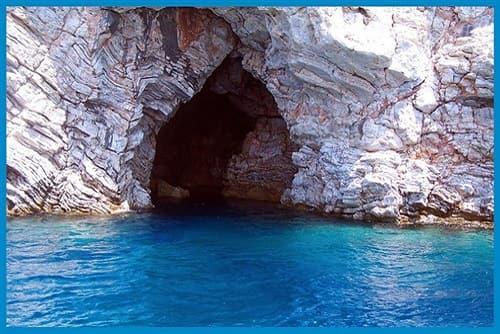 Fosforlu mağara marmaris tekne turuna katıldığınız zaman ilk molalardan bir tanesi